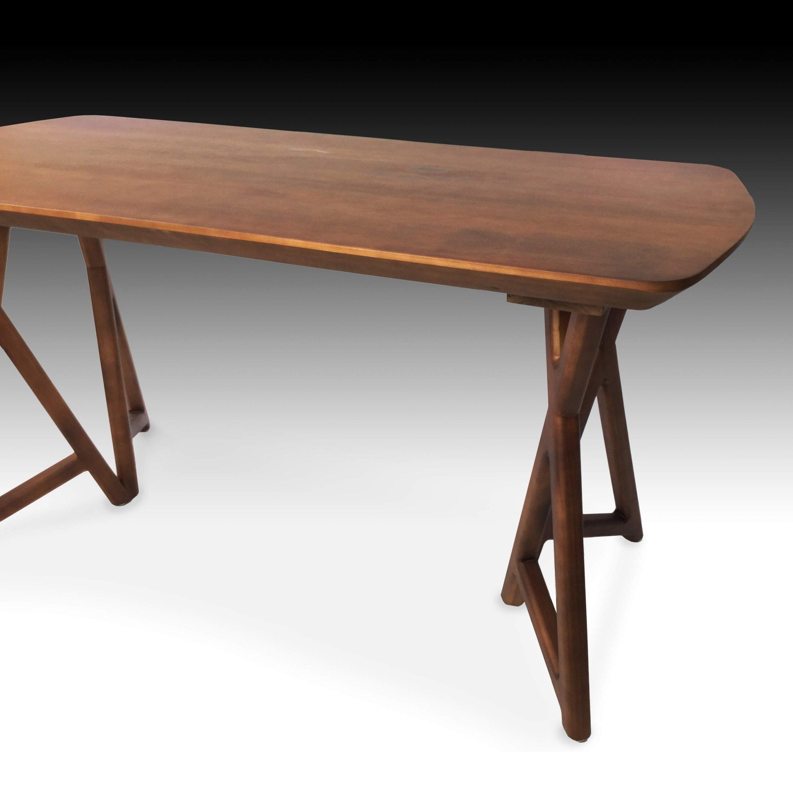 Matchibo dining table